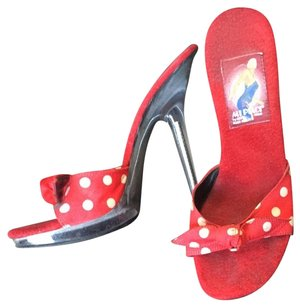 Mi piaci Red With White Dots Sandals