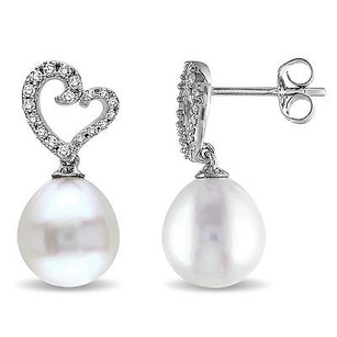 Amour 10k White Gold Freshwater Pearl And 14 Ct Tdw Diamond Earrings H-i I2-i3