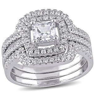 Amour Sterling Silver 12 Ct Tgw Cubic Zirconia Halo Bridal Set Ring