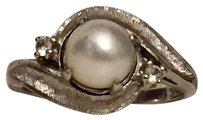 Anthropologie vintage Victorian style 1960s Pearl Diamond 10k White Gold Engagement Ring