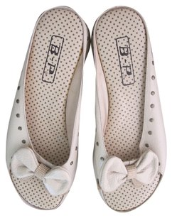 B-P Polka Dot Leather Bow Tie White Sandals