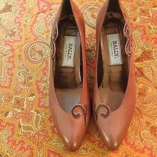 Bally Leather Med Heel Brown Pumps