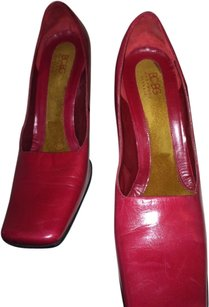 BCBGMAXAZRIA Crimson red Pumps