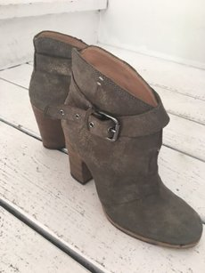 Belle by Sigerson Morrison Suede Olive Boots