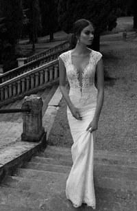 Berta Bridal Off-white with Ivory Pearls 14-20 Sexy Wedding Dress Size 6 (S)