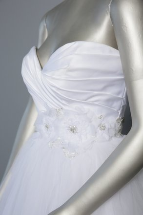 Casablanca White/Silver Accents Tulle Skirt/Satin Bodice - Style 2103 Formal Wedding Dress Size 6 (S)