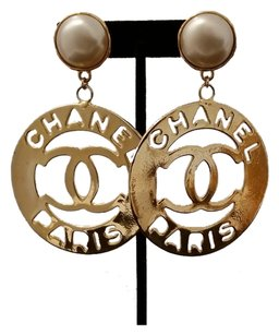 chanel AUTHENTIC CHANEL GOLD PLATED VINTAGE CUTOUT EARRINGS