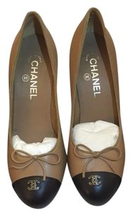 Chanel Camel black Pumps