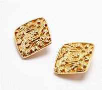 Chanel Chanel Vintage Cc Logo Classic Gold Goldtone Diamond-shape Clip-on Earrings