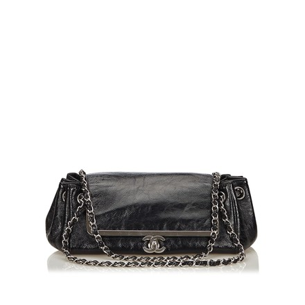 Preload https://item1.tradesy.com/images/chanel-classic-flap-chain-black-leather-x-others-shoulder-bag-23334140-0-0.jpg?width=440&height=440
