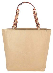 Chanel Leather 6624871 Tote in Beige