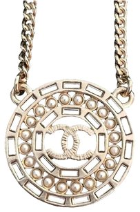Chanel Ships Same Day Chanel CC Logo Gold Pearl Interlaced Medallion