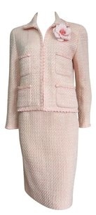 Chanel Vintage CHANEL BOUTIQUE Pink & ivory tweed 2pc. skirt suit FR 40 US 8