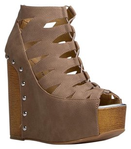 Chinese Laundry Beige Wedges