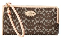Coach COACH Signature Coated Canvas Zip Wallet Wristlet phone wallet (ship via priority mail)