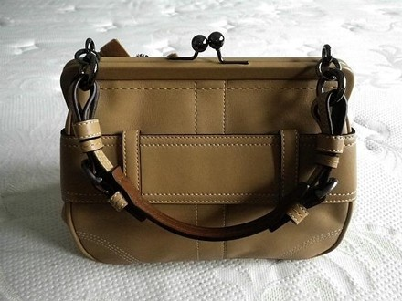 Coach Louis Vuitton Dooney Bourke Gucci Channel Rare Vintage Beige/Brown Clutch