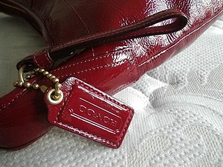 Coach Louis Vuitton Dooney Bourke Gucci Channel Rare Vintage Tote in Red