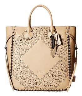 Coach Tote in nude