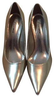 Diva gold/silver tone Pumps