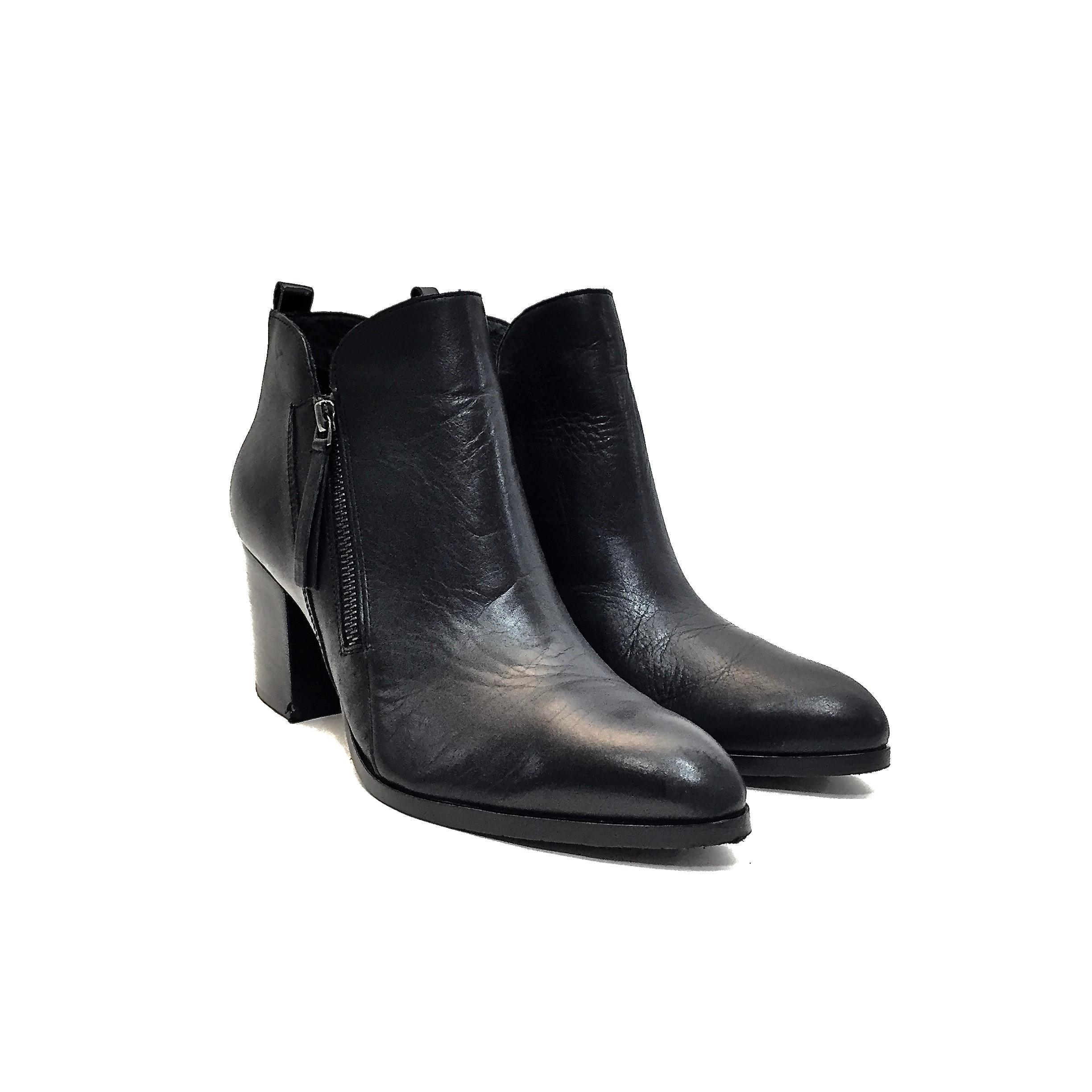 8b7ed254cd6 Donald Donald Donald J. Pliner Black Leather Pointy Toe Zip-up Ankle ...