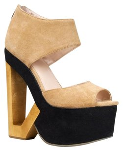 DV8 by Dolce Vita Beige Wedges