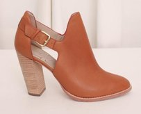 Elizabeth and James Womens Brown Pumps