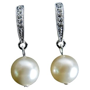 Fashion Jewelry For Everyone Shimmering Rhinestone Stud Earrings Ivory Pearl