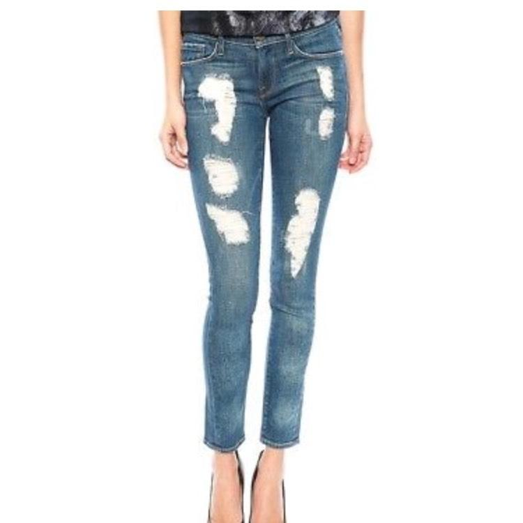 May 29,  · Everyone else i know is size 0 and i feel so fat standing next to them since i have show more For skinny jeans (AE jeans) i wear a size 2 since i like them tight. But for shorts, skirts, capris etc i wear size 4 so it's more newbez.ml: Resolved.