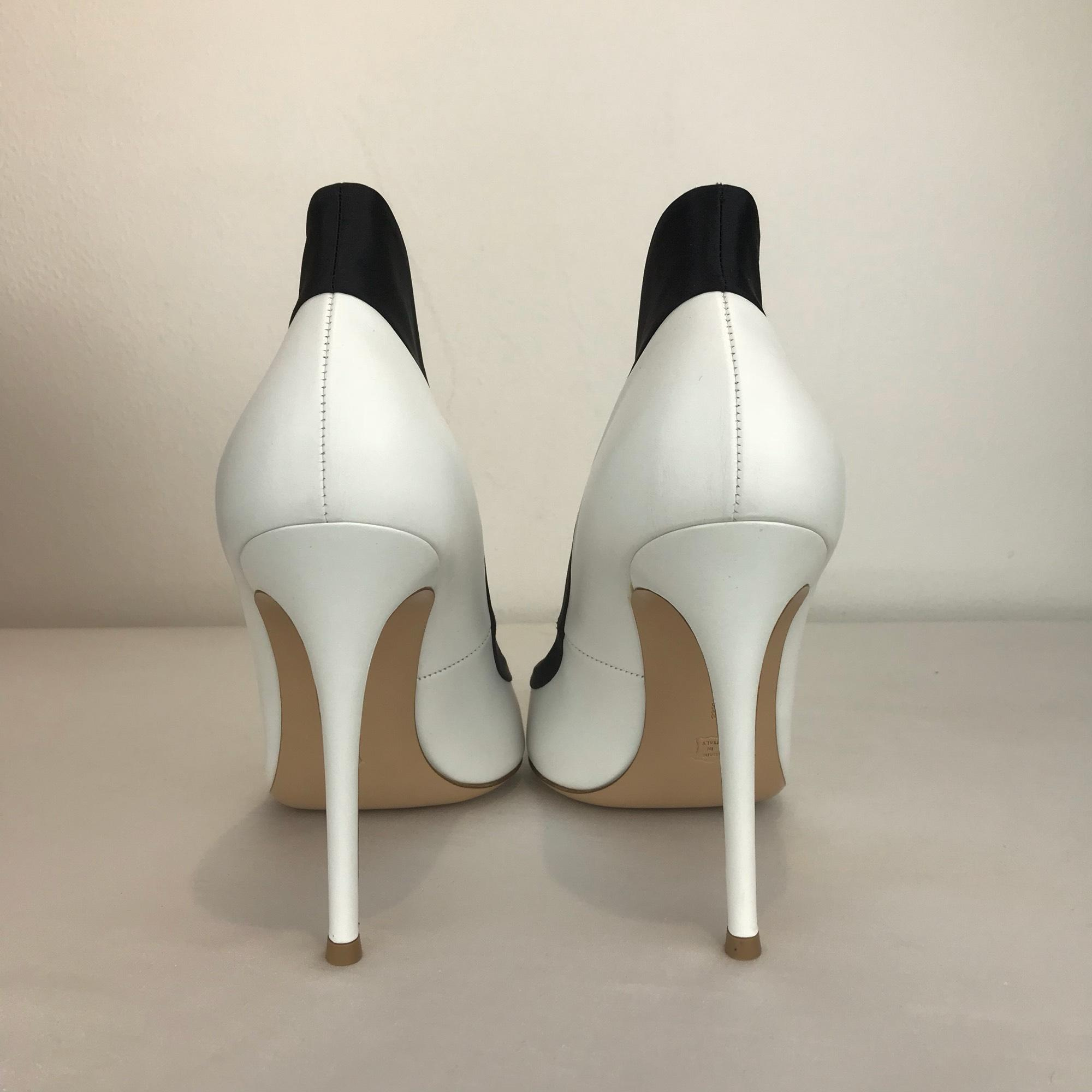 c89977716b3e ... Gianvito Rossi White 41 (9.5-10) Black Black Black   Pumps Size US ...