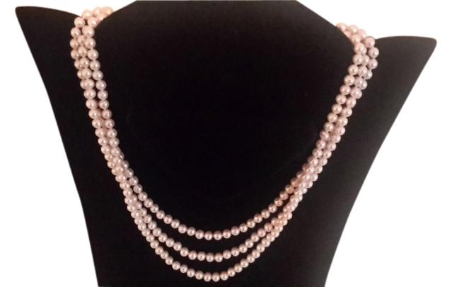 Graduated Triple strands pearl neclace