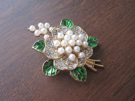 Van Sai Elegant Pearl Camellia Flower Bouquet Brooch Pin Green White Gold