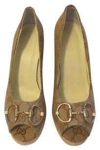 Gucci High Peep Toe Gold Horsebit Detail Gg Canvas Fabric 100% Color Beigh/Brown Wedges