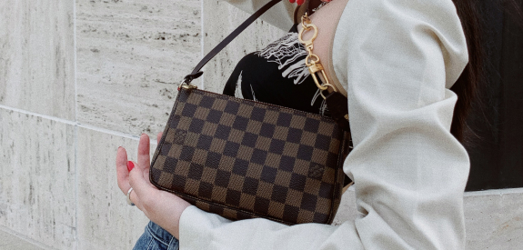 Louis Vuitton Under $1k