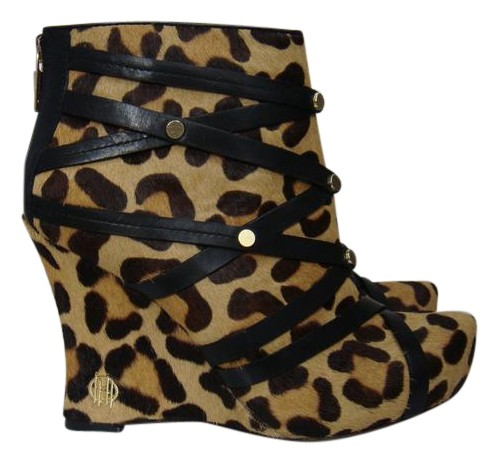 House of Harlow 1960 Tan and Black Ava Bootie In Sahara Leopard Calf Hair Wedges Size US 7 Regular (M, B)
