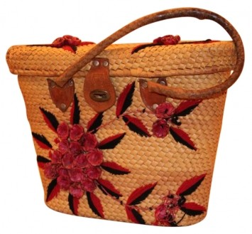 http://item1.tradesy.com/images/item/1/bags/other/beach-bags/no-name-raffia-straw-leather-tote-bea-sand-with-black-and-red-beach-bag-134075-1.jpg
