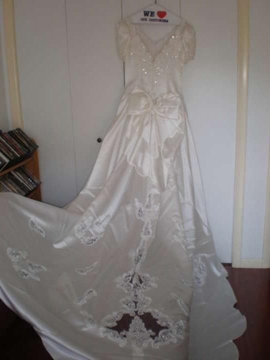 gloria vanderbilt wedding dress