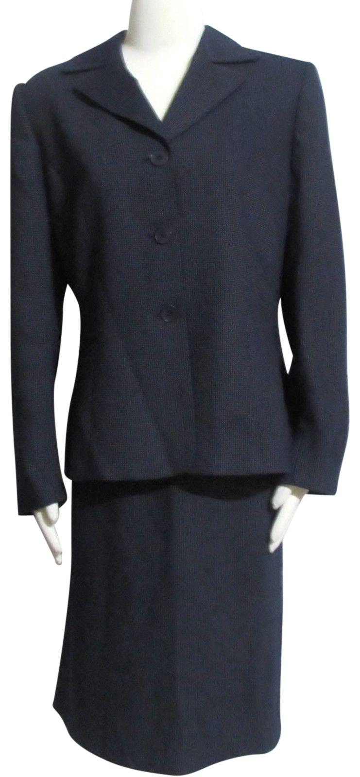 how to wear a navy skirt suit