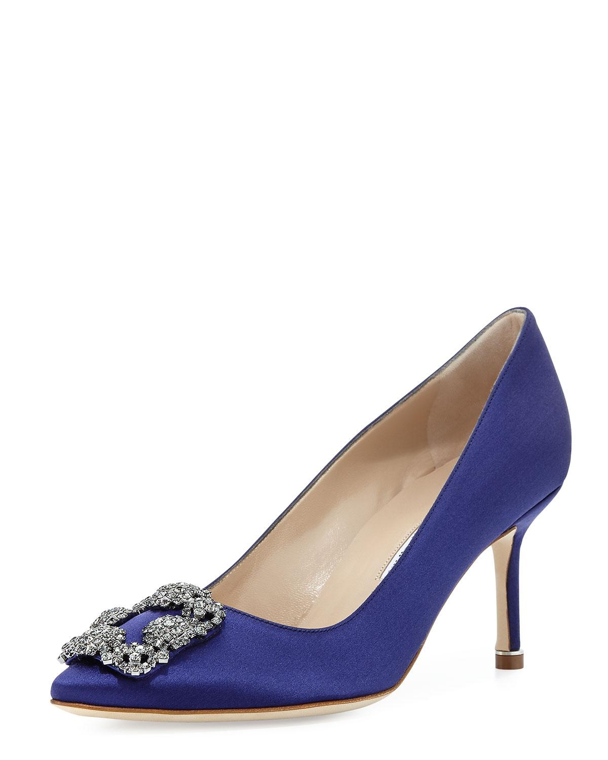 454f90074774a ... uk manolo blahnik hangisi blue satin medium purple pumps 3265e 8f9d8