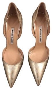 Manolo Blahnik soft gold Pumps