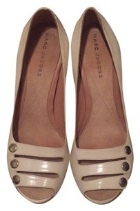 Marc Jacobs Creme Pumps