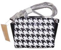 Michael Kors Black/White Messenger Bag