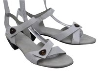 Munro American Womens Solid White Sandals