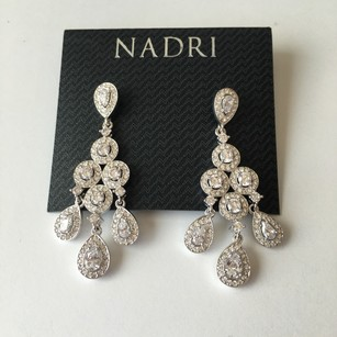 Nadri NEW NWT Silver Tone White Crystals Statement Chandelier Statement Drop Earrings