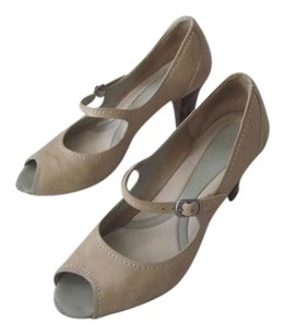 Naturalizer Classic Natural Leather Beige Pumps