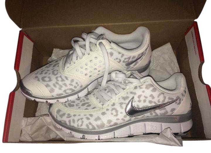 Nike Wolf Grey/White/Leopard Size 5.0 V4 Sneakers Size Grey/White/Leopard US 7.5 e94868