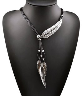 Silver Plated Leaves Necklace Leavec Pendant Chocker Multiple Leaves Chocker