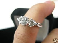 Fine 18kt Round Heart Shape Engagement Diamond Ring
