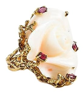 Vintage Cream 14k Yellow Gold Resin Ruby Carved Rose Statement Ring