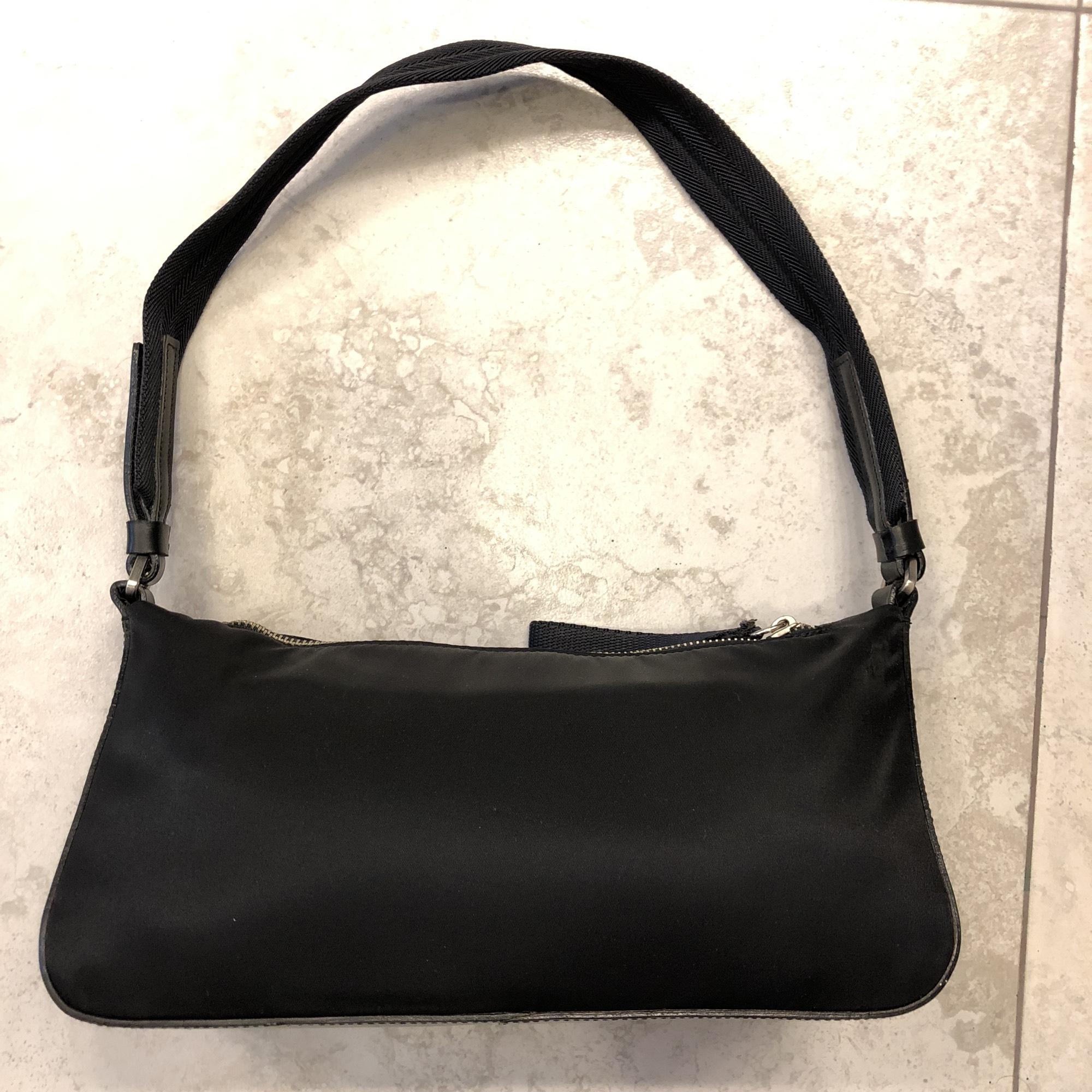 1df22139b5d6b1 ... get prada borsa in tessuto b9935 vela black nylon and leather shoulder  bag tradesy dd26e 7a4ee