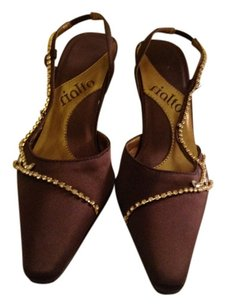 Rialto Brown Pumps